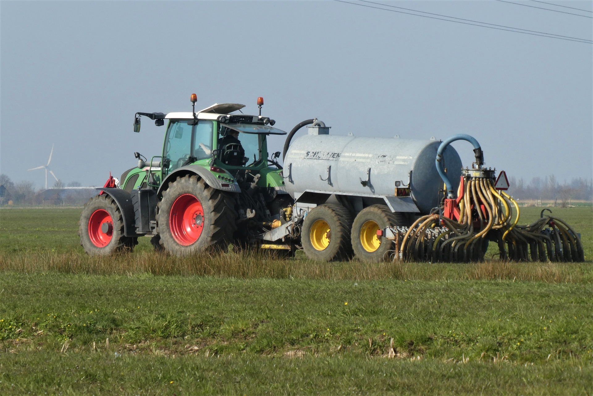 tractor-4990321_1920